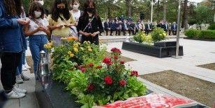 Şehit öğretmen Şenay Aybüke Yalçın, vefatının 4. yılında kabri başında anıldı