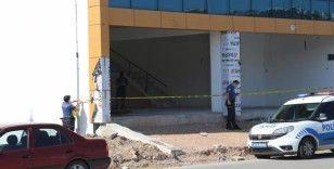 Kocaeli'de inşaatta iple asılı erkek cesedi bulundu
