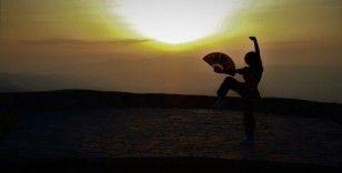 Spil Dağı Milli Parkı'nda gün batımı manzarasıyla antrenman