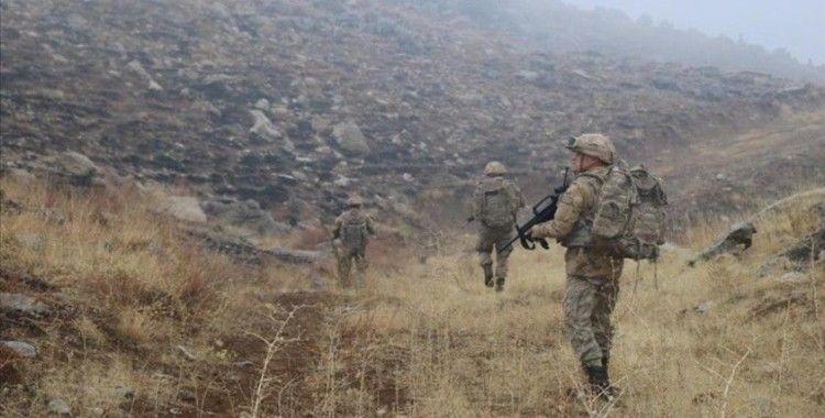 Siirt'te PKK'lı teröristlerden üs bölgesine uzun namlulu silahlarla saldırı: 1 şehit, 1 yaralı