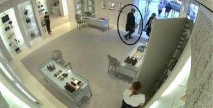 225 bin liralık çanta hırsızlığı saniye saniye kameralara yansıdı