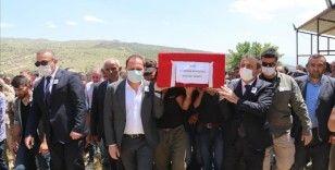Siirt'te PKK'lı teröristlerin saldırısı sonucu şehit olan güvenlik korucusu son yolculuğuna uğurlandı