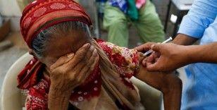Pakistan'da Kovid-19 aşısı olmayı reddedenlerin cep telefonları bloke edilecek