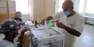 Cezayirliler erken genel seçim için sandık başında