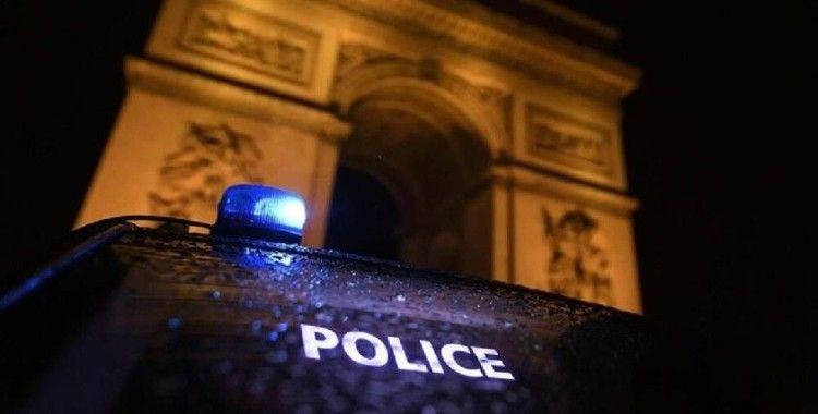 Paris'te binlerce gencin katıldığı partiyi polis göz yaşartıcı gazla dağıttı