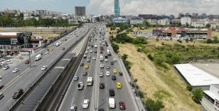 Esenyurt'ta kısıtlamasız cumarteside trafik yoğunluğu