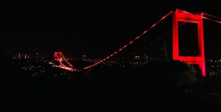 Türkiye'nin sembolleşmiş yapıları Türk Kızılay için kırmızı renkle aydınlatıldı