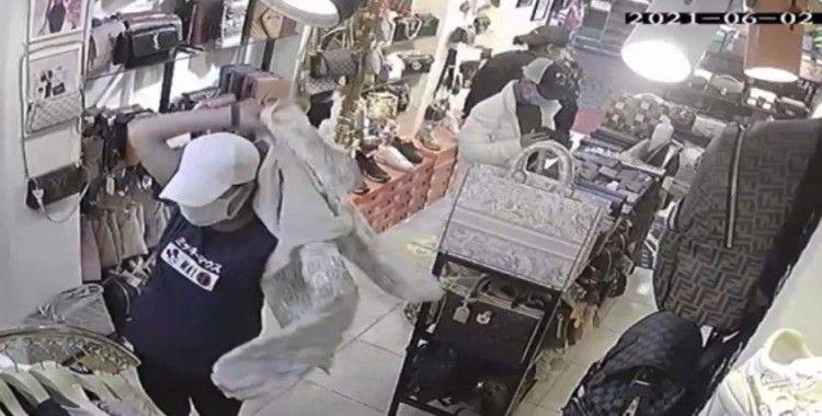 Kadın hırsız yakalanınca jiletle kendini doğradı