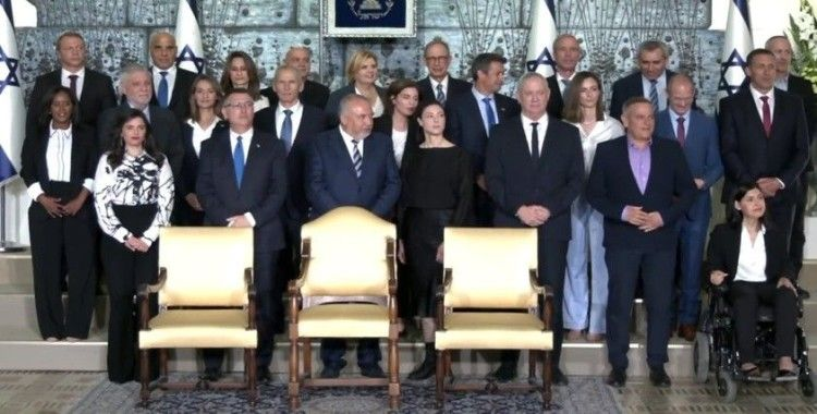 İsrail'de yeni hükümet aile fotoğrafı çektirdi