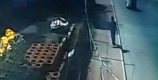 Kağıt toplayıcısı çocuğa kamyonet böyle çarptı