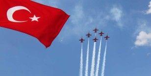 Türk Yıldızları'ndan Amasyalılara ay-yıldızlı gösteri