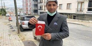Beylikdüzü'nde vatandaşın duygulandıran Türk bayrağı hassasiyeti