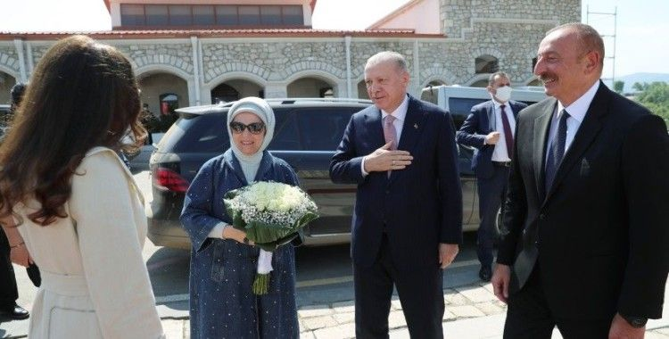 Cumhurbaşkanı Erdoğan, Şuşa'da resmi törenle karşılandı