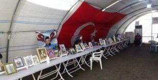 Diyarbakır'da evlat nöbetinde olan ailelerin bekleyişi sürüyor