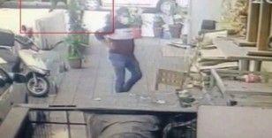 Avcılar'da çay içip masadan kalktı daha sonra bıçakladı