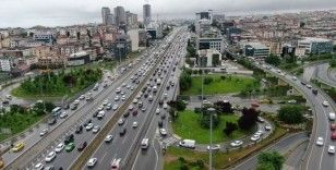 Anadolu yakasında sağanak yağış trafiğe neden oluyor