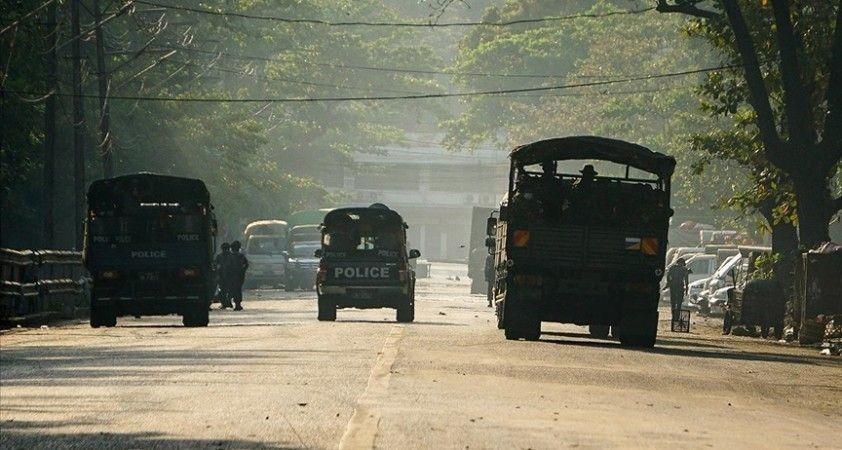 Myanmar'da ordunun bir köyü ateşe verdiği iddia edildi