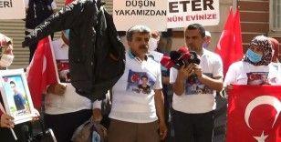 Evlat nöbetindeki baba, HDP il binasından çıkan oğlunun montunu gösterdi