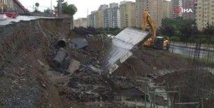 Başakşehir'de yağışın etkisiyle yol çöktü