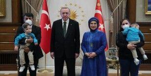 Cumhurbaşkanı Erdoğan, ameliyatla ayrılan siyam ikizleri Derman ve Yiğit'in doğum gününü kutladı