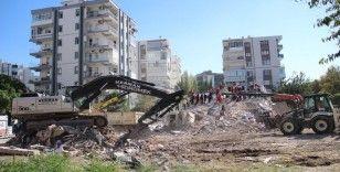 İzmir'de 11 kişinin yaşamını yitirdiği Yağcıoğlu Apartmanı'nın 1975 Deprem Yönetmeliği'ne de aykırı olduğu ortaya çıktı