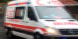 Lastiği yarılan kuruyemiş yüklü minibüs devrilip metrelerce sürüklendi: 2 yaralı