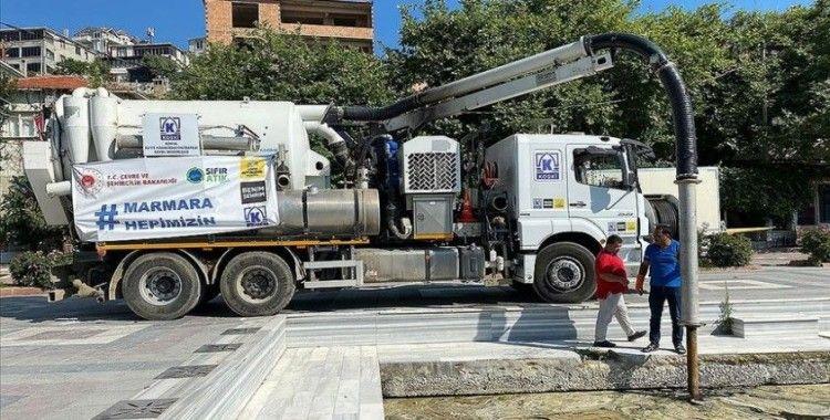 Marmara Adası sahilinde müsilaj temizliği sürüyor