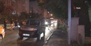 Küçükçekmece'de araca silahlı saldırı: 1 ağır yaralı