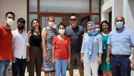 Beyazıt Öztürk'ten Çeşme'de sağlık çalışanlarına moral ziyareti