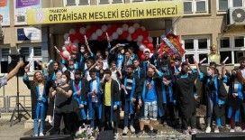 MEB'in mesleki eğitim merkezleri, ilk lise diplomalı mezunlarını verdi