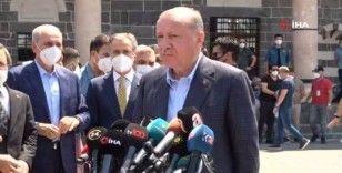 Cumhurbaşkanı Erdoğan, teröristlerin yakıp devletin onardığı Kurşunlu Camii'nde cuma namazı kıldı