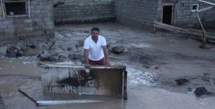 Iğdır'da sel felaketi: Evleri ve tarım arazilerini su bastı