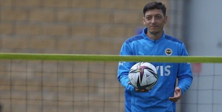 Fenerbahçeli futbolcu Mesut Özil: Pereira akıllı bir hoca, ne yapacağını biliyor