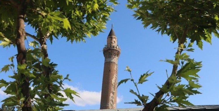 825 yıllık Sivas Ulu Camii'nin restorasyon çalışmalarına eğik minaresinden başlanacak
