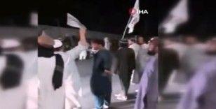 Pakistan'da Taliban bayraklı gösteri