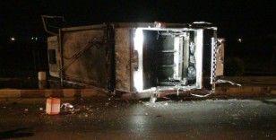 Otomobil ile çarpışan çöp kamyonu devrildi: 3 yaralı