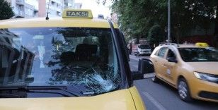 Karşıdan karşıya geçen 70 yaşındaki yayaya ticari taksi çarptı