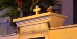 Kilise duvarı üzerinde eğlence, Kadıköylüleri kızdırdı
