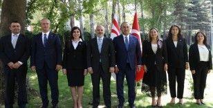 Çavuşoğlu, KKTC Cumhuriyet Meclisi Hukuk, Siyasi İşler ve Dış İlişkiler Komitesi Başkanı Öztürk'ü ağırladı