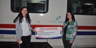 Doğu Ekspresi yolcularına Kars'ta sazlı sözlü karşılama