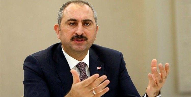 Adalet Bakanı Gül: 'Medeniyet Derneği'nin akademik çalışmaları gençlerimizin medeniyet duyarlılığını artıracak'