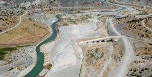 Altından suların aktığı tarihi köprü sular altında kalacak