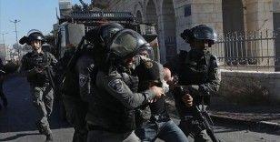 İsrail askerleri Batı Şeria'daki baskınlarda 1 Filistinliyi yaraladı, 12 kişiyi gözaltına aldı