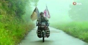 Çinli baba, 500 bin kilometreden fazla yol yaparak aradığı oğluna 24 yıl sonra kavuştu
