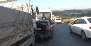 Arnavutköy'de 6 araçlı zincirleme trafik kazası: 3 yaralı