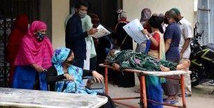 Delta varyantının yayıldığı Bangladeş'te Kurban Bayramı'nda kısıtlamaların gevşetilmesi endişelere yol açtı