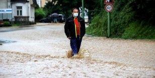 Almanya'da şiddetli yağış ve fırtına hayatı olumsuz etkiledi