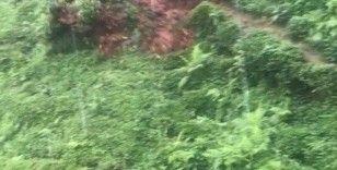 Çay bahçesindeki heyelan anı kamerada