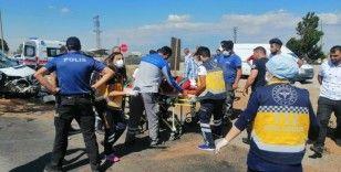 Kayseri'de minibüs aydınlatma direğine çarptı: 5 yaralı