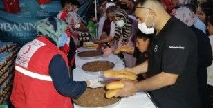 Aksaray'da Kızılay şehitlerin ruhu için yemek dağıttı